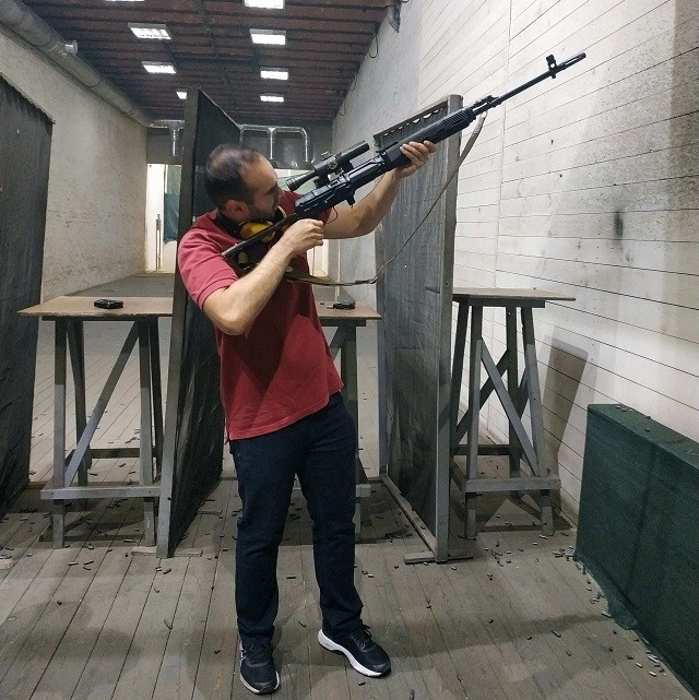 ak_47_shooting_moscow